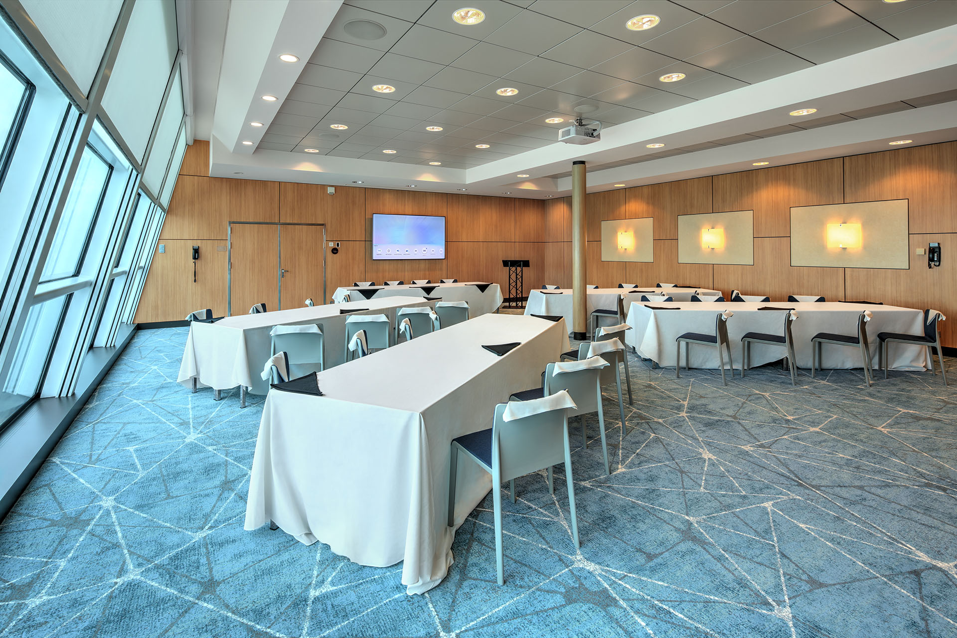 6 Types of Corporate Events & Which is Right for Your Organization
